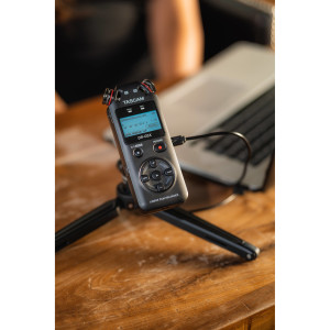 Диктофон Tascam DR-05X, Микрофон стереофонический, (MP3 32-320kbps/44.1-48kHz), (WAV 16-24bit/44.1-9...